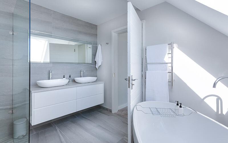 Moderne Witte Badkamer : Badkamers modern waterland sanitair